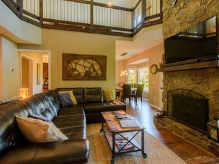 4 BR, Pool Table, 2 King Suites, Hot Tub, Jacuzzi Tub, Flat Screen TV, Views, Open Floor Plan, Stainless, Minutes to Boone, Blowing Rock, App Ski Mtn, Sky Valley Zip Lines, Game Loft with Ms. Pac-Man, Xbox, Playstation 3, Sleeps 10 - Blowing Rock vacation rentals