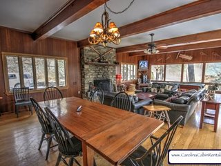 4BR Mountain Getaway with Hot Tub, Pool Table, Open Floor Plan, Just Off the - Blowing Rock vacation rentals