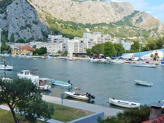 Comfortable 3 bedroom Omis Apartment with Internet Access - Omis vacation rentals