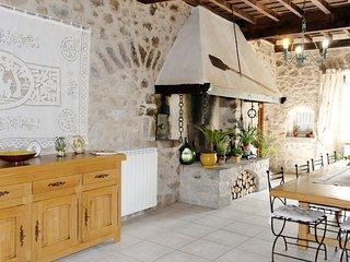 4 bedroom Bed and Breakfast with Internet Access in Saint-Laurent-de-Cerdans - Saint-Laurent-de-Cerdans vacation rentals