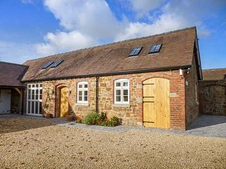 SWALLOWS COTTAGE, semi-detached, two bedrooms, patio, WiFi, Harley, Much Wenlock, Ref 940214 - Much Wenlock vacation rentals