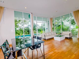 Magnificent view 2 bedrooms condo Karon Hill near the beach - Karon Beach vacation rentals