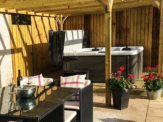 HILLSLIE, ground floor apartment, parking, garden, hot tub, romantic retreat, in Seaton, Ref 930567 - Seaton vacation rentals