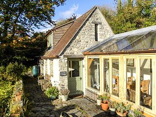 THE GARDEN COTTAGE, stone cottage, rural views, cosy accommodation, in Upwey - Upwey vacation rentals