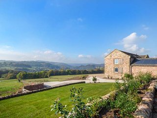 SLACKS BARN, stone barn conversion, stunning views, underfloor heating, stove, WiFi, Crich, Ref 943012 - Crich vacation rentals