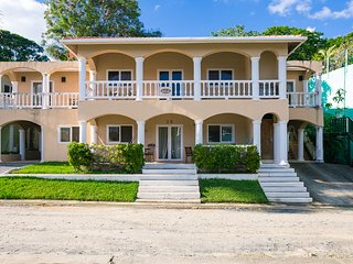 Sunset Villas Deluxe 2 bedroom unit 3A - Roatan vacation rentals