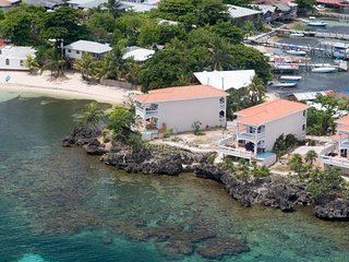 Spacious 4 bedroom House in Roatan - Roatan vacation rentals
