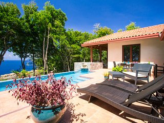Nice House with Shared Outdoor Pool and Satellite Or Cable TV - Roatan vacation rentals