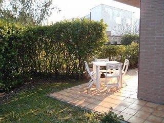 SCIROCCO - Bilocale a Numana, zona residenziale, piano terra con giardino - Sirolo vacation rentals