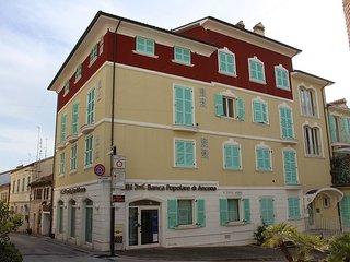 PIAZZETTA BILO - Appartamento nuovissimo al piano terra in centro storico - Numana vacation rentals