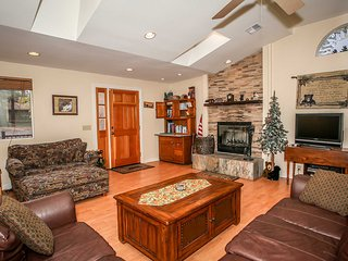 Gorgeous 2 bedroom Sugarloaf House with Central Heating - Sugarloaf vacation rentals