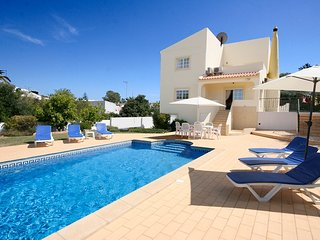 Casa Moinho, 3 bedroom, 3 bathroom, private pool, WiFi, Pool and Ping Pong - Espiche vacation rentals