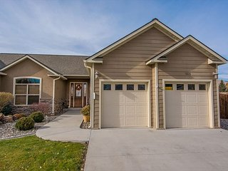 New Rental! Heart of town- Free WiFi- 5 stars! - Salmon vacation rentals