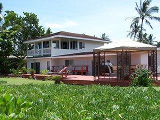 Beachfront Paradise - w/ jacuzzi, huge yard - Haleiwa vacation rentals