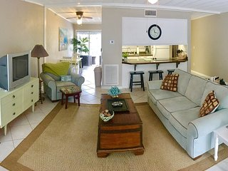 Cozy 2 bedroom Saint Simons Island Apartment with Deck - Saint Simons Island vacation rentals