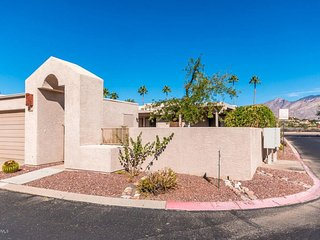 Newer home in Central Tucson with enclosed garage and community pool - Tucson vacation rentals