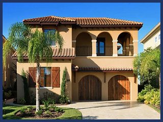 Amazing 5 bed villa with stunning pool, games room, cinema and more. 5.5 miles to Disney - Reunion vacation rentals