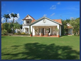 Grand 4 bedroom home with a lovely pool, overlooking a polo field - for great views of the game! - Gibbs Bay vacation rentals