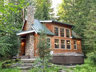 11MBR Family Cabin near Mt. Baker with a Private Hot Tub - Glacier vacation rentals