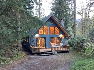 53MBR Cozy Mt. Baker Cabin with a Hot Tub and WiFi - Glacier vacation rentals