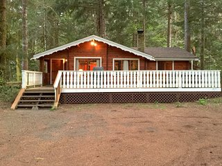 66SL Gramma & Grampas Cabin has a Hot Tub and WiFi - Glacier vacation rentals