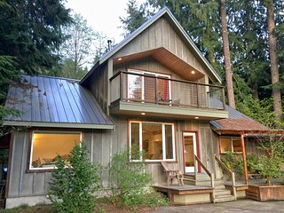 70MBR Pet Friendly Cabin with a Hot Tub and WiFi - Glacier vacation rentals