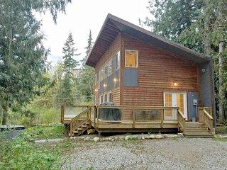 58MBR Beautifully Designed Cabin near Mt. Baker has WiFi!! - Glacier vacation rentals