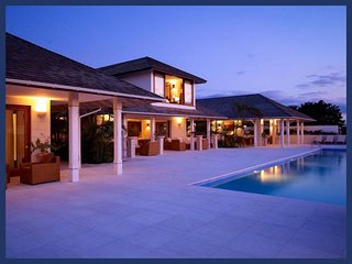 Stunning 5 Bed Home - Private 58ft Infinity Pool - The Garden vacation rentals