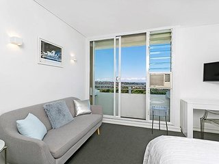 Fantastic Harbor Views, Ultra Convenient Studio MP614 - Cremorne vacation rentals