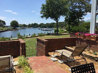 1st Floor Lake Norman Condo 3 BR/2 BA - Poolside  & Includes Boatslip! - Lake Norman vacation rentals