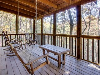 Cozy forest cabin with an indoor hot tub & screened porch, close to town! - Ellijay vacation rentals