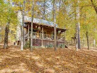 Charming, riverfront cottage with loft, deck, views & hot tub - Talking Rock vacation rentals