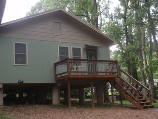Cozy 2 bedroom Johnson City Cottage with Deck - Johnson City vacation rentals
