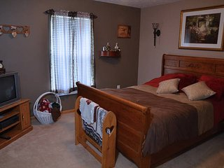1 bedroom Private room with Internet Access in Lakemore - Lakemore vacation rentals