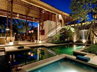 Ethnic & Luxury! 3 BDR Jungle Villa in Ubud! - Petulu vacation rentals