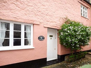 FOALES COTTAGE, Grade II listed, WiFi, pool table, in Ashburton, Ref 947660 - Ashburton vacation rentals