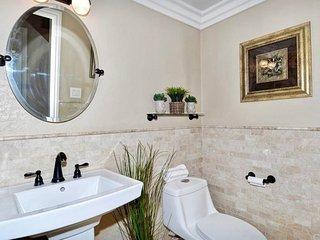 A 4BR House, 15' to Disneyland & 20' to Huntington Beach! - Garden Grove vacation rentals