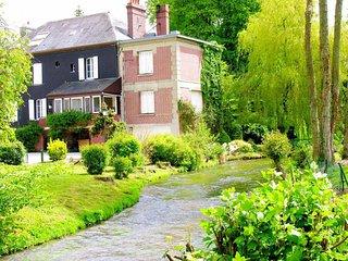 belle demeure de charme sur propriété de 15 ha avec rivière et étang privé - Colleville vacation rentals