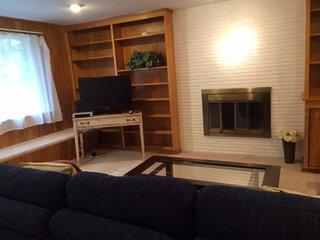 Furnished 3-Bedroom Duplex at 8th Ave NE & NE 180th St Shoreline - Shoreline vacation rentals
