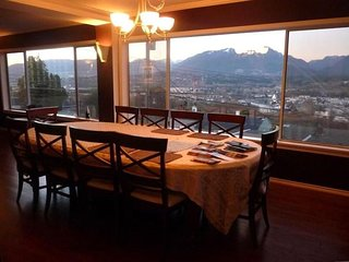 Bright & Airy 3 bed with fabulous views of Vancouver's harbour and mountains - Vancouver vacation rentals