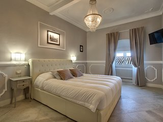 BRUNELLESCHI LUXURY FAMILY SUITE - Florence vacation rentals