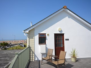 Beach Walk 2 - 1st floor apartment with WiFi less than 100m from the beach - Perranporth vacation rentals