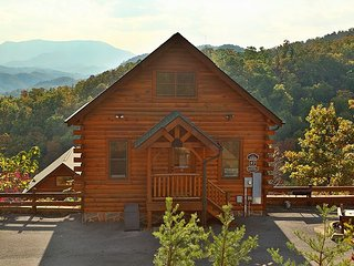 Nonstop View, Game Loft, Media Room, Sleeps 10, Free Entertainment Admissions - Sevierville vacation rentals