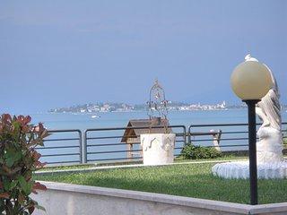 trilocale arredato con box auto e parco verde condominiale - Desenzano Del Garda vacation rentals