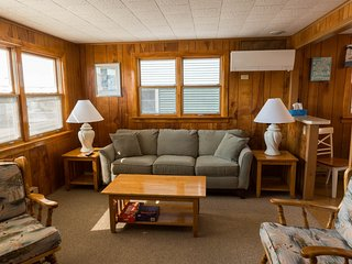 Comfortable 3 bedroom Beach Haven Condo with Deck - Beach Haven vacation rentals