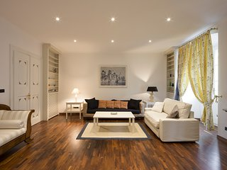City center (Via Torrebianca): 140 sq.m. sumptuous apartment for 4+2. - Trieste vacation rentals