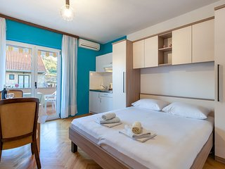 Apartments Dobrila in Jelsa - Jelsa vacation rentals