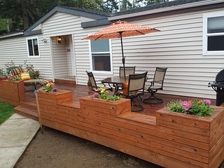 Single Level Home, Sleeps 6, Secure Pet & Child Friendly Yard. Covered Hot Tub!! - Gold Bar vacation rentals