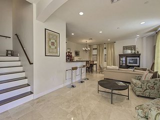 Stunning Victoria Park Townhome by Las Olas - Sundeck & Private Pool - Fort Lauderdale vacation rentals