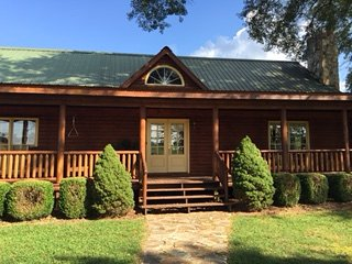 Perfect Cabin with Deck and Central Heating - Newnan vacation rentals
